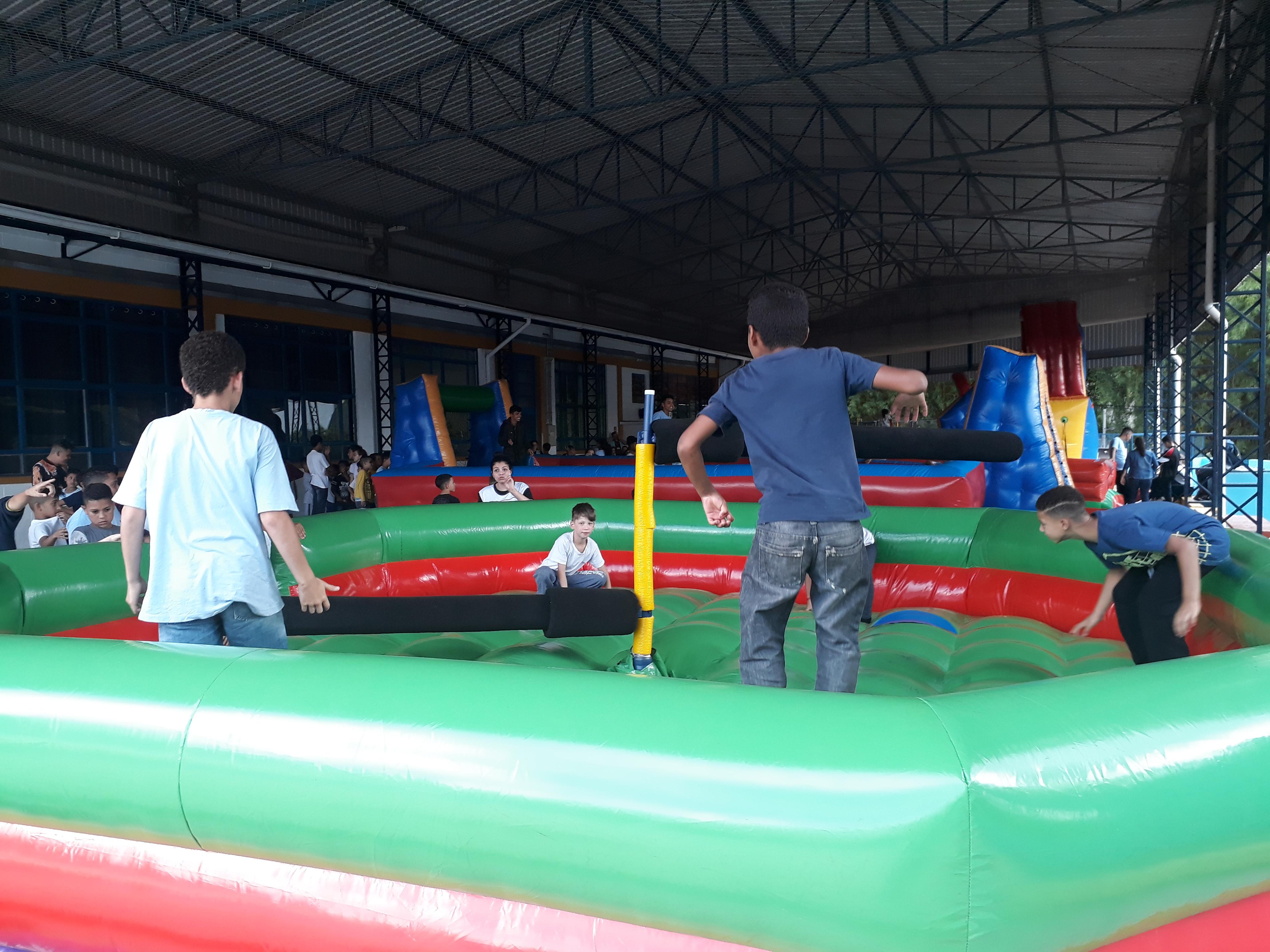 Festa Dia das Crianças com brinquedos infláveis