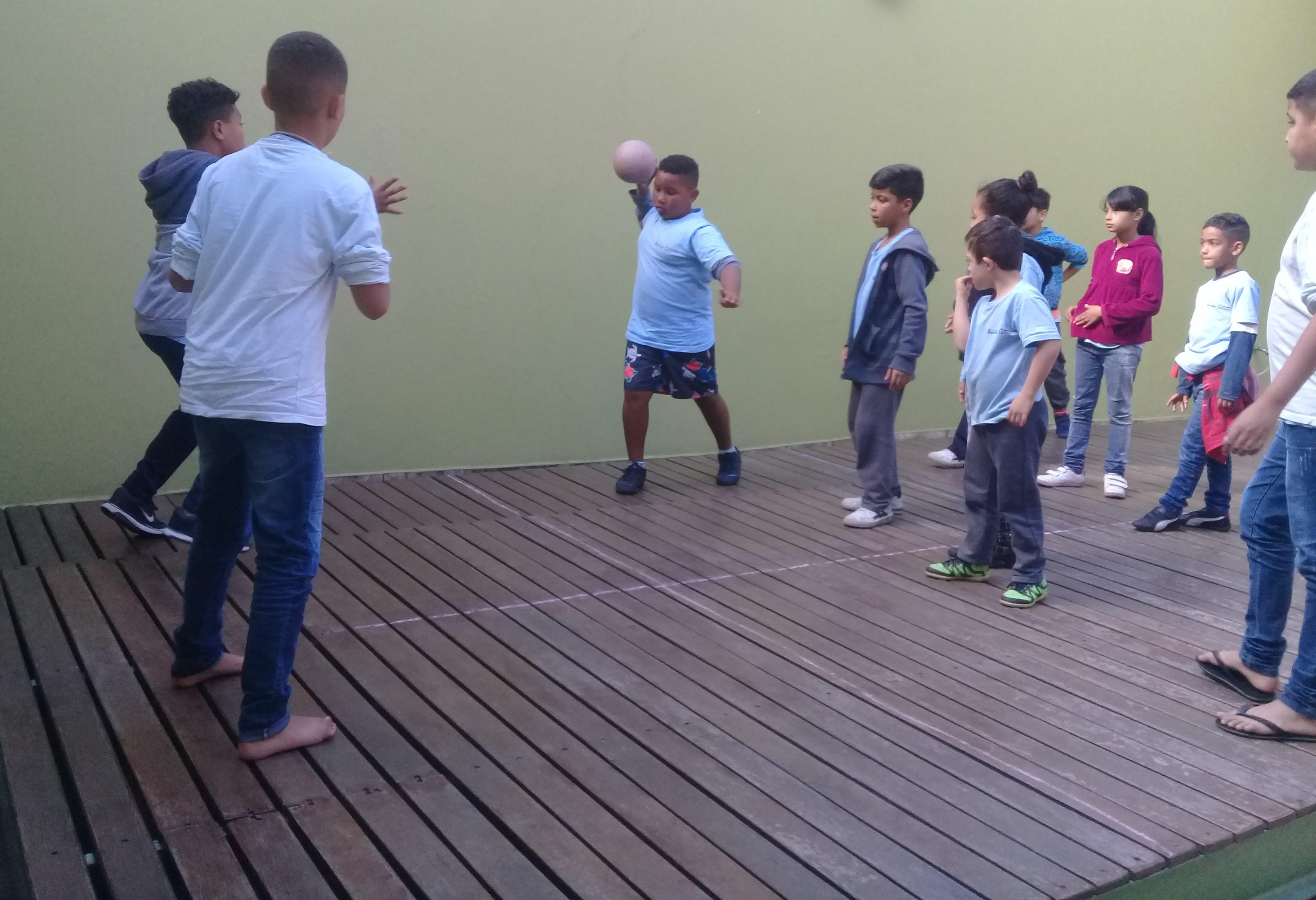 Jogo de futebol no quadrado