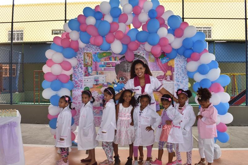 Aniversário Feliz - Doutora Brinquedo - continuação.